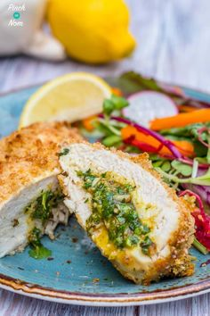 Low Syn Chicken Kievs - Pinch Of Nom, these are so yummy! Chicken Kiev Recipe, Chicken Recipes, Vegetable Recipes, Diet Recipes, Cooking Recipes, Healthy Recipes, Fodmap Recipes, Recipies, Slimming World Chicken Kiev