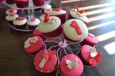 Fondant cupcakes. Cupcakes Design, Fondant Cupcakes, Desserts, Food, Tailgate Desserts, Dessert, Postres, Deserts, Meals