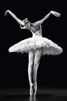 "galina-ulanova:""""Ulyana Lopatkina as the Dying Swan (Mariinsky Ballet)"" "" Ballet Art, Ballet Girls, Ballet Dancers, Ballerine Vintage, Mode Origami, Ballet Images, Russian Ballet, Dance Poses, Ballet Photography"