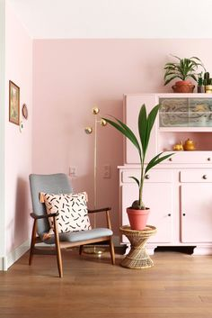 MY ATTIC / pink livingroom with Flexa / roze / make over Photography: Marij Hessel www.entermyattic.com