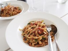 Makuja kotoa: Vuohenjuusto-tomaattipasta, arjen nautintoja