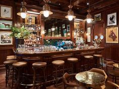 El diseñador @ralphlauren inaugurará el día de mañana el Ralphs Coffee and Bar ubicado a un lado de la tienda flagship Polo European en Regent Street; cuarto recinto culinario bajo su firma -los otros dos se encuentran en París y Chicago respectivamente-. #ralphlauren #coffee #cafe #bar #diseño #diseñador #londres #moda #fashion #estilo #lujo #luxury  via ROBB REPORT MEXICO MAGAZINE OFFICIAL INSTAGRAM - Luxury  Lifestyle  Style  Travel  Tech  Gadgets  Jewelry  Cars  Aviation  Entertainment…