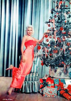 "Jayne Mansfield says, ""Merry Christmas""! Vintage Glamour, Retro Vintage, Vintage Colors, Vintage Movies, Vintage Christmas Photos, Vintage Holiday, Christmas Pictures, Xmas Photos, Vintage Hollywood"