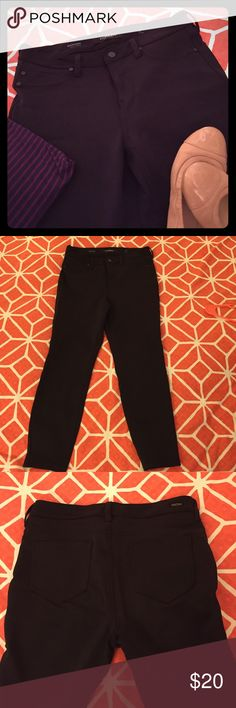 Liverpool Madonna leggings These black Madonna leggings were my go to work pants! They are form fitting enough for you to feel feminine, but not too tight that you can only wear after work. I love these comfortable pants! There is pilling on the thigh area as well as one of the back pockets. Otherwise, good condition! Liverpool Jeans Company Pants Leggings