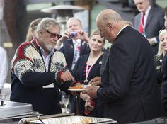 The Royal House of Norway - Official visit to the US. Doug Dixon gave King Harald a tour of Pacific Fishermen Shipyard - and a taste of smoked cod. Photo: Ron Wurzer / AP / NTB scanpix