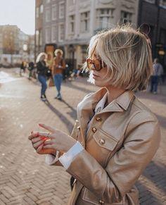 gold metallic jacket with white button down. Beautiful gold metallic jacket with white button down. - -Beautiful gold metallic jacket with white button down. Medium Hair Cuts, Short Hair Cuts For Women, Short Hairstyles For Women, Medium Curly, Curly Short, Thin Hairstyles, Hairstyles 2018, Short Bangs, School Hairstyles