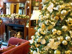 Decorated Christmas Tree Hire & Christmas Decorating Service - Urban Planters