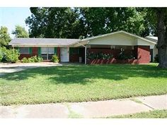 Terrific home for sale in Shreve Island in Shreveport LA!  N150411, 3 beds, 2 baths, 2020 sf!  Call 318-773-HOME to schedule a private viewing!