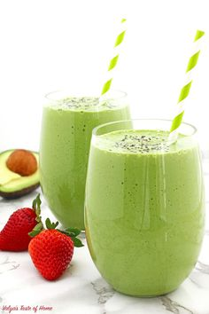 Having a Healthy Avocado Spinach and Strawberry Smoothie for breakfast or lunch on a tight schedule is an incredible lifesaver. Avacado Smoothie, Smoothie Prep, Raspberry Smoothie, Fruit Smoothies, Healthy Smoothies, Smoothie Recipes, Healthy Snacks, Best Spinach Smoothie Recipe, Strawberry Spinach Smoothie