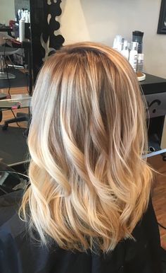 Rooted blonde for Summer