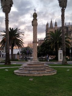 For those who don't have a lot of time, we propose a one-day Tour in one of the most emblematic places of Portugal One Day Tour, West Side, Day Tours, Statue Of Liberty, Portugal, Routine, Join, Places, Travel