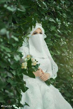 Tips Islami menjaga Kecantikan Wedding Abaya, Muslimah Wedding Dress, Muslim Wedding Dresses, Mother Of Groom Dresses, Muslim Brides, Beautiful Muslim Women, Beautiful Hijab, Beautiful Bride, Girl Back Photo