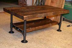 Reclamada sólida de madera y mesa de centro de tubo de hierro