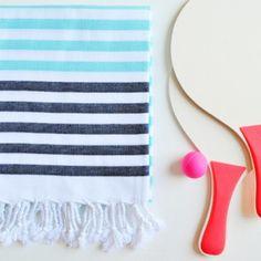 Is it weekend yet? Already missing to play racquetball by the beach! ⚾️ #molacoton #molamonton #turkishtowel #fouta #toallaturca #pestamal #pestemal #peshtamal #peshtemal #beach #playa #summer #verano #natural #color #viajero #viajar #viaje #travel #traveler #traveling #fashion #moda #modasostenible #sustainablefashion