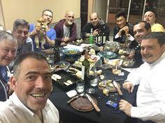 La mesa de la velada de octubre! Amigos Asado y Vino!!! Salud!!
