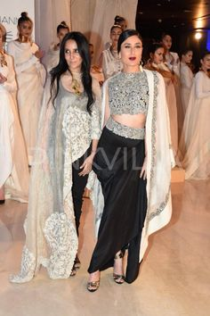 Kareena Kapoor walks the ramp for Anamika Khanna 2015.