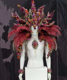 Rio's Carnival headdresses was the subject for florists in the Grand Pavilion… Diy Costumes, Costumes For Women, Costume Ideas, Rio Carnival Costumes, Carnival Ideas, Carnival Headdress, Rhs Flower Show, Feather Mask, Green Organics