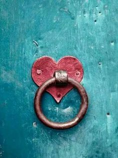 PEOPLE-PLACES-THINGS-ETC — chasingrainbowsforever:   Heart Knocker in Red ~...