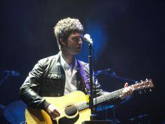 Noel Gallagher cerró su primer concierto en tierras paraguayas con  su nuevo sencillo  'Don't Look Back In Anger'.