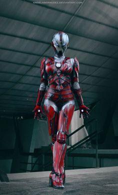 コスタリカ美少女による『アイアンマン』スーツのセクシーなコスプレ | コタク・ジャパン