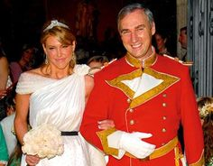 Gonzalo de la Cierva wed Patricia Olmedilla, circa 2 July 2007, for the tiara see the next pin, Hola article below.  http://www.hola.com/famosos/2007070230300/famosos/patricia/olmedilla/