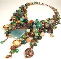 Collar, artesanal - Esmeralda - Caramel Playa.  Collar.  Hecho a mano.