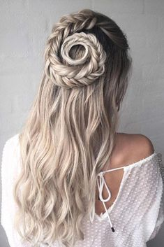 When it comes to wedding hairstyles, every bride wants them to be as unique as their look in general. The options are so versatile that there is no doubt every one of you will find something unique that suits your sophisticated taste! Click to see the gallery! #weddinghair #weddinghairstyles #bohowedding