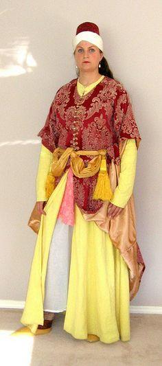 skirt worn up by Safiye, via Flickr
