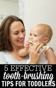 5 Simple tips to teach your toddler to brush the right way: Parents, don't despair! You can easily step up this challenge without creating a battleground in your bathroom. Baby Health, Kids Health, Pregnancy Health, Toddler Fun, Toddler Activities, Kids And Parenting, Parenting Hacks, Au Pair, Bebe Love