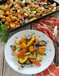 Oven Roasted Fall Vegetables with Garlic and Thyme Recipe Dinner Recipes For Kids, Fall Recipes, Healthy Dinner Recipes, Vegetarian Recipes, Easy Healthy Breakfast, Easy Healthy Dinners, Healthy Sides, Breakfast Recipes, Dessert Recipes