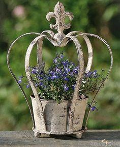 Blumentopf Pflanztopf Rankhilfe Krone Garten H30cm von 110-8184300-2, http://www.amazon.de/dp/B003AMP8OS/ref=cm_sw_r_pi_dp_OXR1rb0SP7CF4