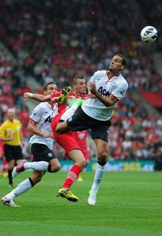 Southampton 2 Man Utd 3 in Sept 2012 at St Mary's. Rio Ferdinand does his defensive duties for United #Prem