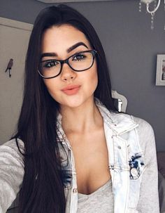 Fitness Fashion Photography Simple 19 Ideas For 2019 Fitnees fashion Cute Glasses, Girls With Glasses, Glasses Frames, Girl Glasses, Eyeglasses For Women, Sunglasses Women, Lunette Style, Fashion Eye Glasses, Makeup For Glasses