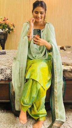 Punjabi Suit Neck Designs, Patiala Suit Designs, Kurta Designs Women, Kurti Designs Party Wear, Stylish Dresses For Girls, Stylish Girls Photos, Cool Girl Images, Salwar Suits Simple, Simple Kurta Designs