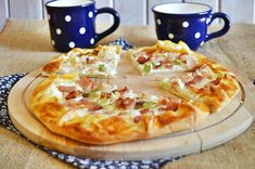 Tejfölös-szalonnás galette Hawaiian Pizza, Vegetable Pizza, Quiche, Cake Recipes, Bacon, Vegetables, Ethnic Recipes, Food, Croatia