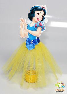 Conheça o produto:  - Tubetes (vázios) personalizados.  - Tampa do tubete personalizada com o nome da criança e a idade que irá fazer.  - Tubetes são enviados vázios, sem guloseimas.  - Tamanho aproximado: 18cm de altura.  Personalização:  - Após a compra te encaminhamos um email solicitando o no... 4th Birthday Parties, Baby Birthday, Diy Party Banner, Snow White Birthday, Bookmark Craft, Disney Princess Drawings, Disney Princess Birthday, Princess Photo, Disney Crafts