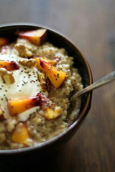 Oats with peaches, greek yoghurt and chai seeds, yum