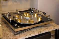Audio rooms turntable Hi-Fi Classic,Vi - audiorooms Audiophile Turntable, High End Turntables, Hydraulic Cars, Audio Room, Record Players, High End Audio, Hifi Audio, Vintage Records, Audio System