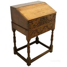 A Quality Georgian Style Irish Walnut Shaped Footstool Shell Mouldings Modern Techniques Antique Furniture