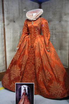 Elisabeth the golden Age - Cate Blanchett Elizabethan Costume, Elizabethan Fashion, Tudor Fashion, Renaissance Costume, Renaissance Clothing, Renaissance Fashion, Elizabethan Era, Historical Costume, Historical Clothing