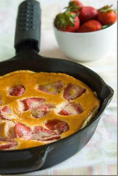 Skillet Pancake with Strawberry