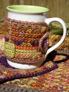 I've always hated mug cozies, but some of these are SO cute, I could be persuaded.  A whole huge page of them! Mug Cozy. Free pattern-The Cutest Coffee Sleeve Cozies