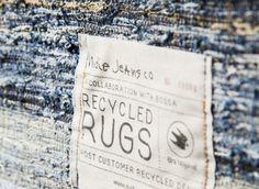 Wij waren altijd al lichtelijk onder de indruk van het Zweedse spijkerbroekenmerk Nudie Jeans. Het bedrijf heeft duurzaamheid hoog in het vaandel staan en vergeet hierbij niet dat ook onze bilpartij er goed uit moet zien. Om nog een tandje verder te gaan in de aandacht voor het milieu (en tevens een mooie impuls te