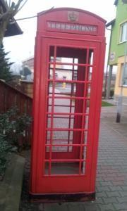 Jednak jest do kupienia :)  http://allegro.pl/angielska-budka-telefoniczna-originalna-zabytkowa-i4276561451.html