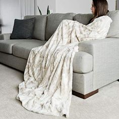 Luxurious Glam Bedroom Ideas You Need For Your Glam Room Oversized Throw Blanket, Faux Fur Blanket, Fur Throw, Glam Master Bedroom, Fluffy Blankets, Couch Throws, Luxury Throws, Stylish Home Decor, Blanket Ladder