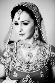 Fulfill a Wedding Tradition with Estate Bridal Jewelry Indian Wedding Bride, India Wedding, Desi Wedding, Wedding Dress, Bridal Jewellery Pictures, Wedding Jewelry, Beautiful Indian Brides, Beautiful Bride, Indian Head Jewelry