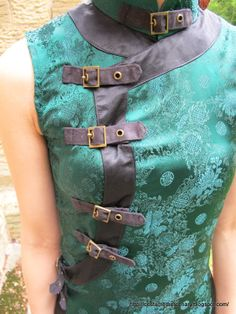 Use straps/buckles instead of frogs on my dress