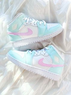Cute Nike Shoes, Cute Nikes, Cute Sneakers, Nike Air Shoes, Shoes Sneakers, Shoes Jordans, Good Shoes, All White Nike Shoes, All White Jordans