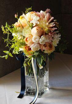 #VressetRose #Wedding #yellow #orange # yellow orange #bouquet #clutchbouquet…
