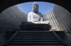 Japanese architect Tadao Ando has concealed a huge stone statue of the buddha within a hill covered in lavender plants at the Makomanai Takino Cemetery in Sapporo. Tadao Ando, Sapporo, Architecture Tumblr, Japanese Architecture, Japanese Landscape, Ancient Architecture, Sustainable Architecture, Modern Architecture, Kengo Kuma